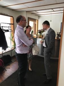 Bild med Henrik och gäster